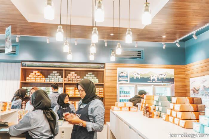 Grand Opening Store Bolu Susu Lembang